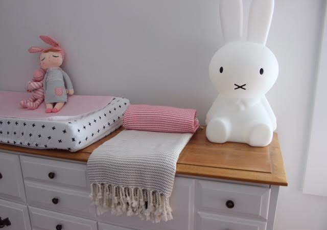 kadife towel pink and grey bedroom